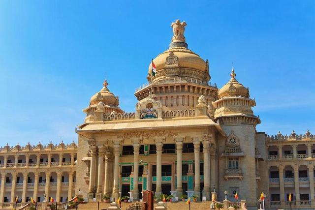 外国人来中国后怎么评价我们?印度人:这里的公厕比印度酒店漂亮