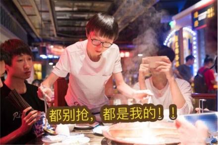 当绝食型打野不再绝食,UZI也玩起了手游,琪琪吓掉了筷子!
