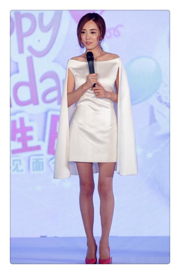 王晓晨终于穿短裤秀腿了,网友:这腿和双下巴确定是一个人的吗?