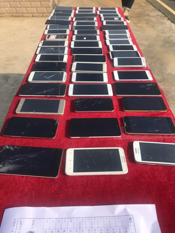 某中学政教处替学生保管的50多台手机,一夜之间被盗了!