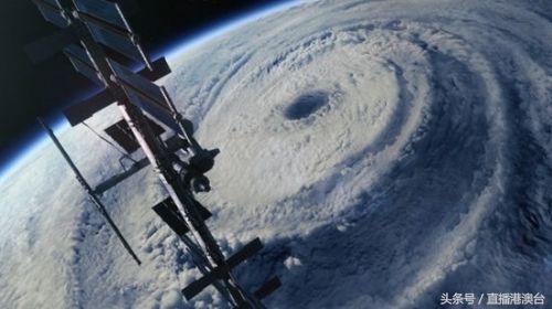 """一起飞剧照_这个飓风让特朗普都""""一本正经""""起来_搜狐军事_搜狐网"""