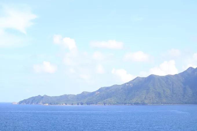 你会忍不住拍下来 而且这边的景色,很小清新 来源:goleo 沿着路下山