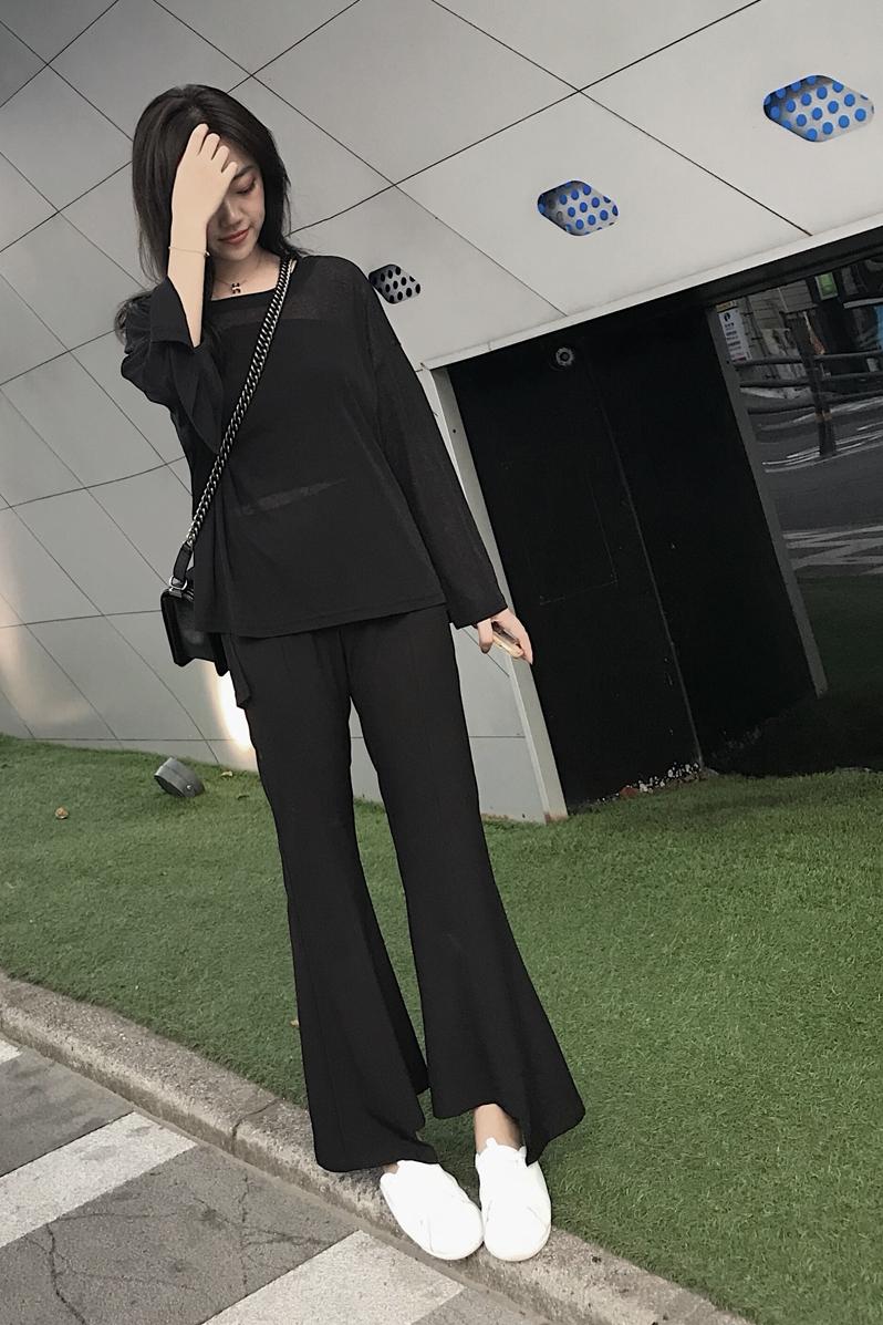 今年秋天,喇叭褲很流行,時髦的女人都在傳,顯瘦又顯高!