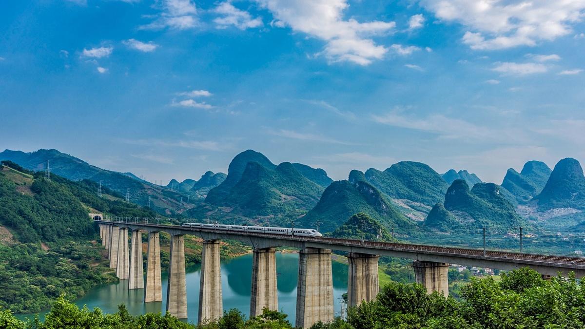 90分钟穿过57个国家风景区!杭黄铁路成世界级黄金旅游通道!