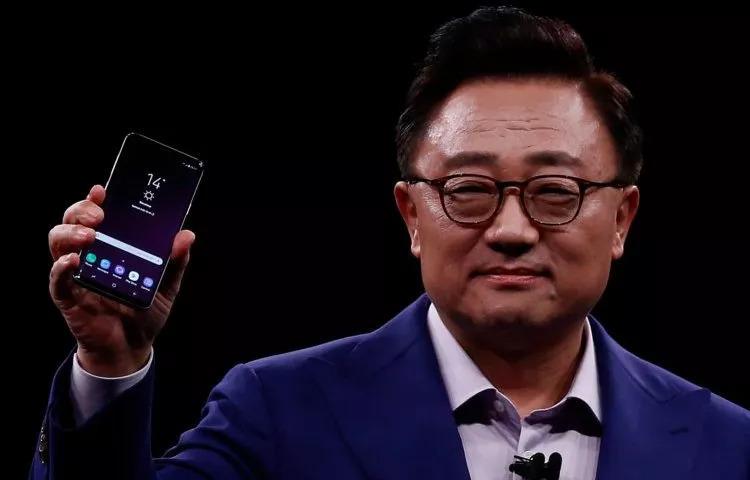"""余承东:可折叠手机将在一年内进入市场 并暗示""""不会让各界等太久"""""""