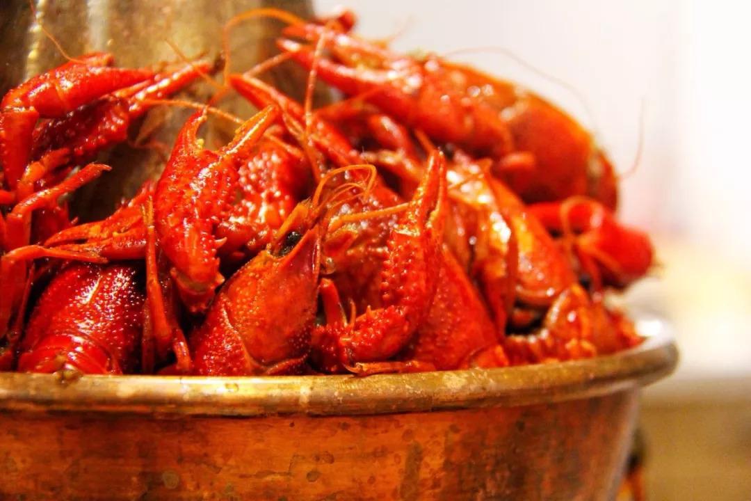 龙虾爱上蛙!双层铜锅360°肉欲满满,吃过的人都失控了.