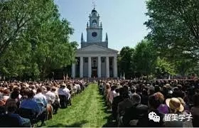 参加 大学毕业典礼 精英谈: 留学平民化, 中美教育问题何在