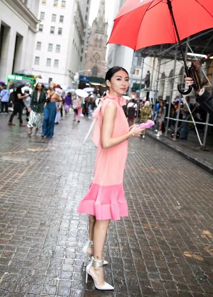 程晓玥是真不会穿衣服,偏偏要选不适合自己的蓬蓬裙,暴露缺陷!