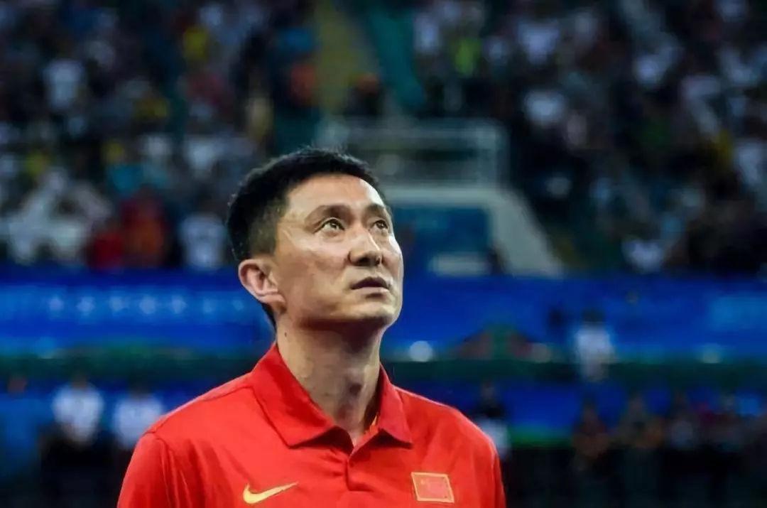 中国男篮输的窝囊!郭艾伦0分遭弃用!周鹏绝命三分居然无效
