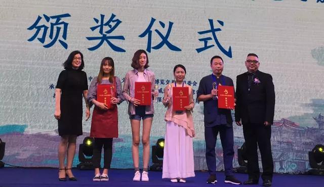 万欢内画《少女》系列获得2018威海文博会最佳设计创意奖_威海-创意-深圳-文博会-福田-广东省-促进会
