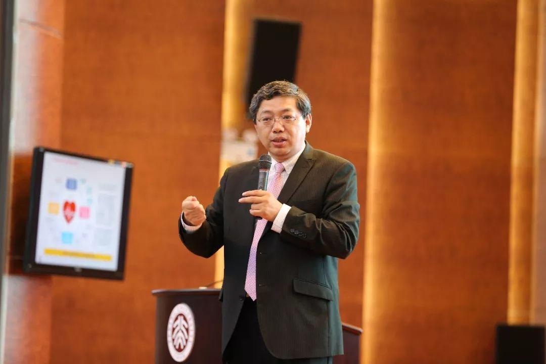 巴曙松:合理看待人民币汇率波动幅度稳步扩大
