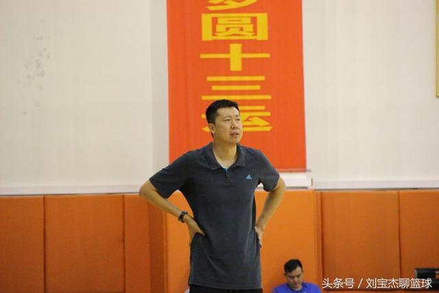 王治郅当主教练脾气增大 怒斥队员:不愿打下来 我喜欢争强