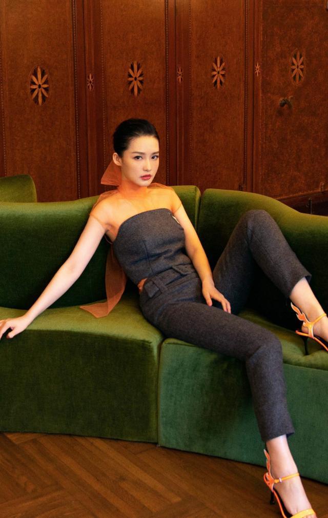 李沁放大招了,一层纱就拿来当上衣还好有抹胸,网友:高级又性感