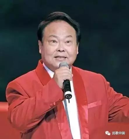 在写好歌谱之后,吕远找到了柳石明,让他示范演唱,这一唱柳石明立刻喜欢上了这首歌,