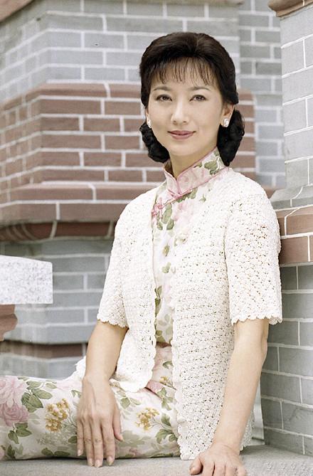 赵雅芝20年前剧照曝光,旗袍+针织衫气质优雅,惊艳时光!