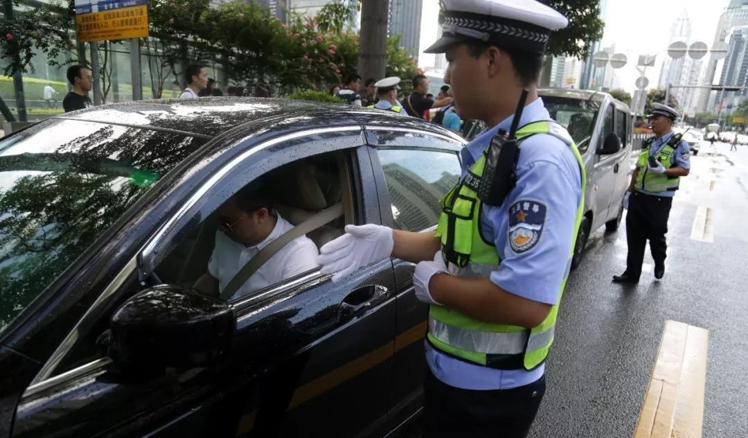 @呼和浩特车主!大整治,呼市交警严查驾驶人及乘客不系安全带行为…