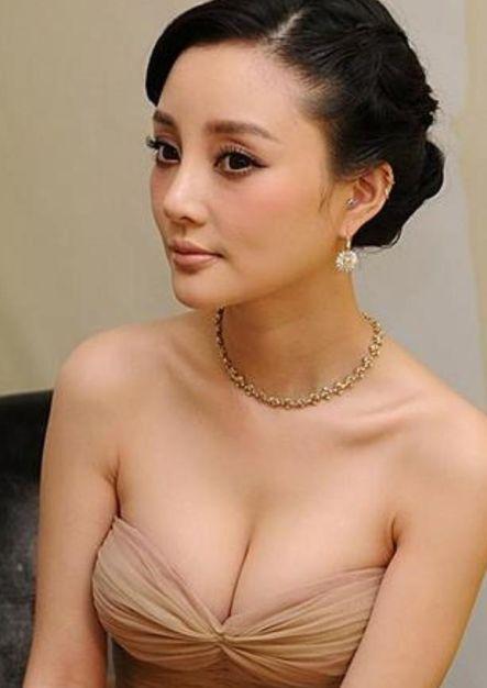 娱乐圈身材最丰满的五位女星,李小璐只能排第三,第一被戏称大嫂