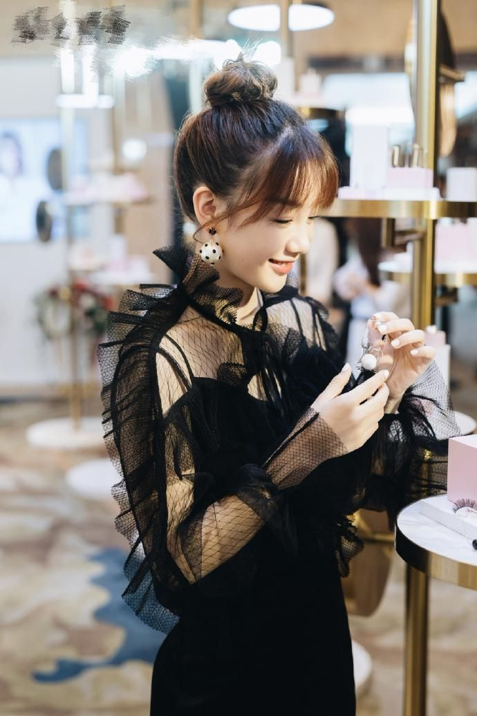 """徐梦洁小姐姐这是放飞自我?居然穿成""""苍蝇""""去参加公益活动了!"""