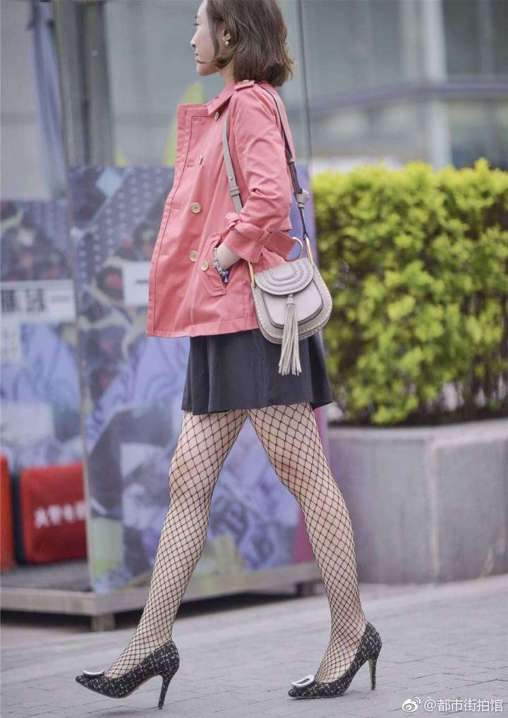 土掉渣的渔网袜走红街头, 穿着让直男脸红心跳去