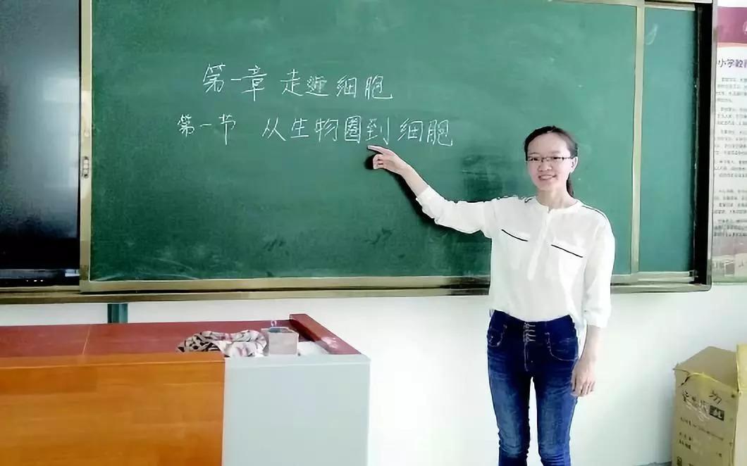 中科院女博士毕业去当中学教师是大材小用吗?