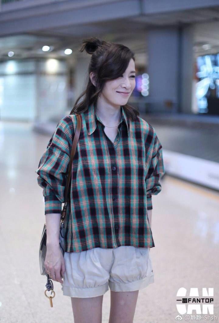 佘诗曼真会穿,仗着自己颜值高,47岁年龄穿成17岁的小姑娘!