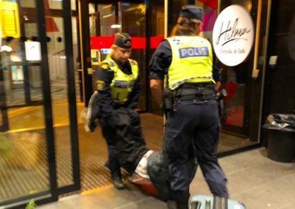 """""""瑞典警察虐待中国游客""""剧情为什么马上反转了?"""