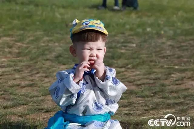 【童趣】穿蒙古袍的宝贝们,人间精灵