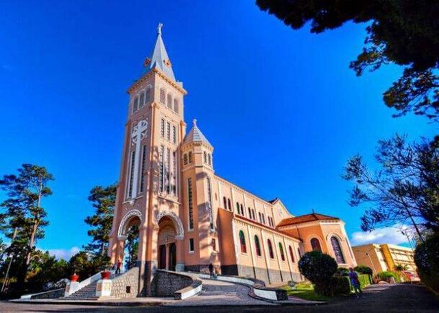 是大叻的著名标志建筑,看起来就像是欧洲中世纪的天主教堂.图片