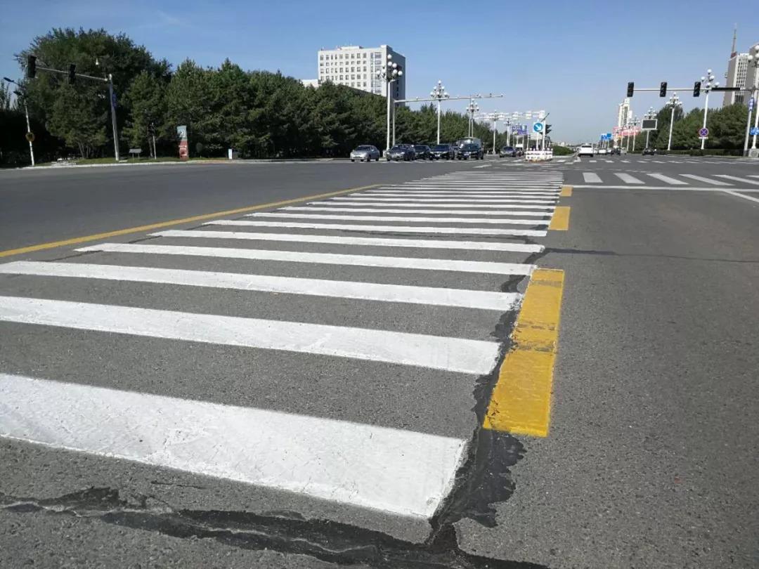 大庆男子半个月8次压实线违法,提醒驾驶员留意交通,_