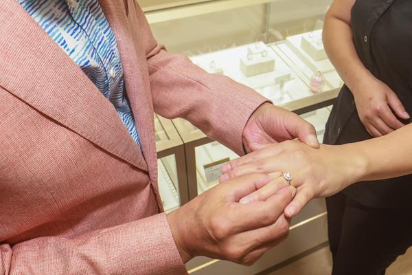 """张双利结婚38周年庆,向妻子大声宣誓""""只准州官放火,不许你离开我!"""""""