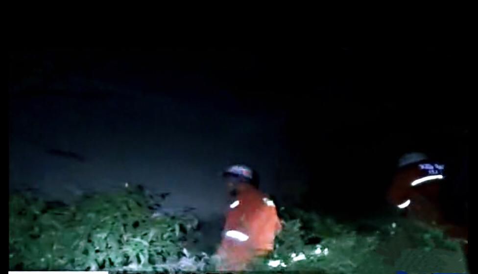 山西平陆一女子酒后跳楼致身体多处骨折,消防官兵及时救援得民赞