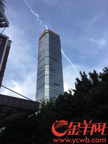 """广州万菱汇台风天高空""""飞玻璃"""",防意外再生全楼玻璃窗将作紧固检查"""