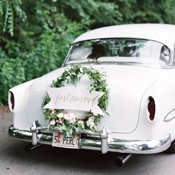 西式风格来装饰婚车图片