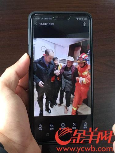九旬老夫妇台风来临前未撤离,广州水浸夜公安消防居委主任开冲锋舟营救