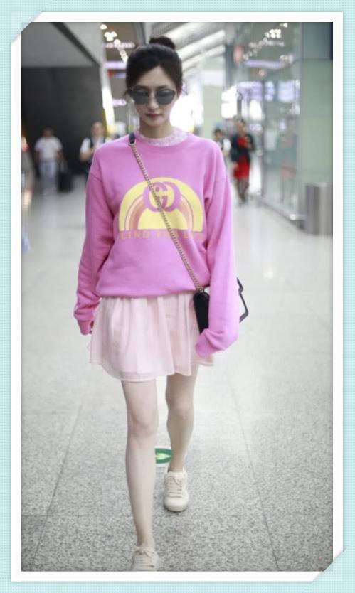 当168江疏影和172娜扎同穿粉色短裙,终于知道腿长和腿直哪个重要