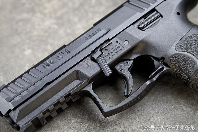 后仓击锤_第一把传承大名鼎鼎的1980年生产的p7系列手枪的第一把无击锤手枪.