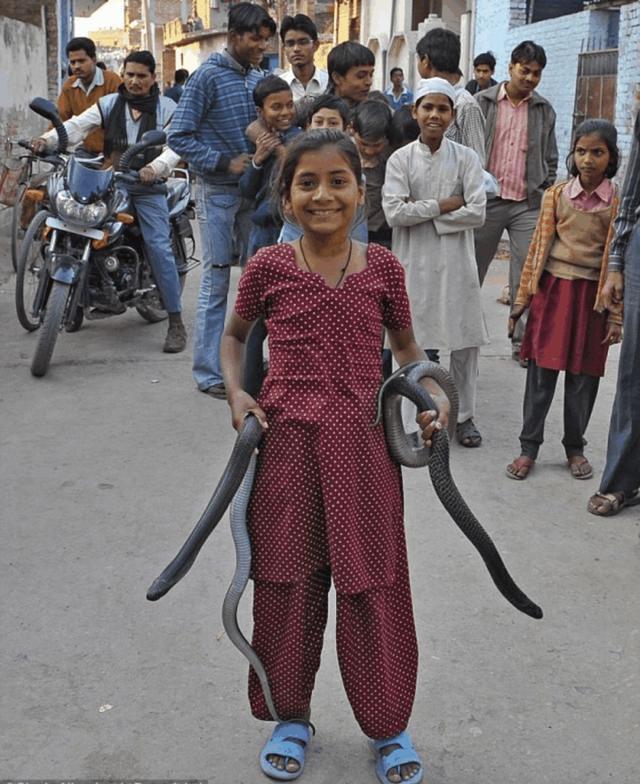 游客体验印度穷人与富人区的生活环境,男子:富人区也不安全