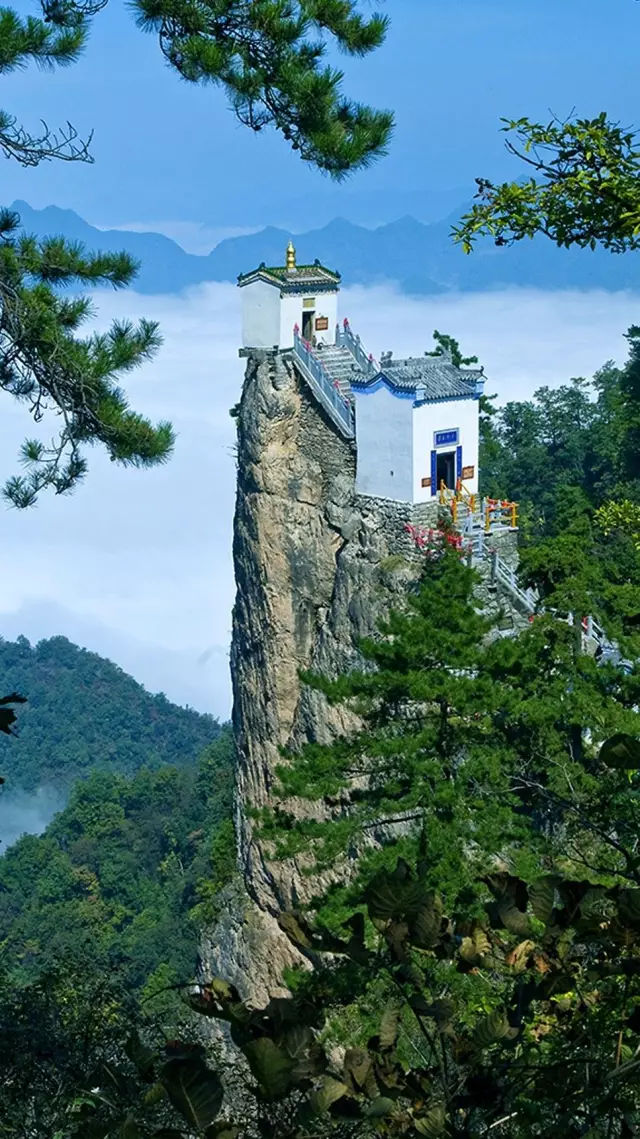 建在悬崖上的6㎡的道观,孤立500年,惊叹古人的智慧