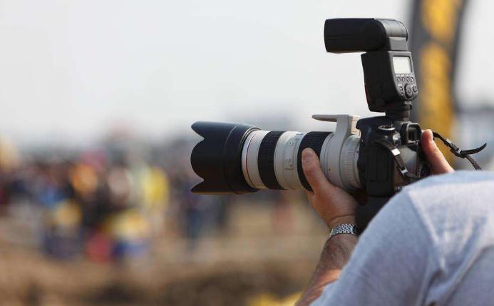 他聚百位摄影师为2万用户服务,月流水80万