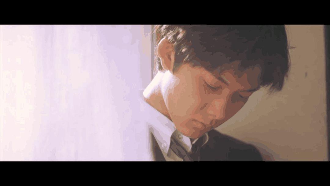 但回忆总归是美的,就像欧美《白色》里那个窗帘成人下情书认真的模样电影男孩电影网v欧美看大香图片
