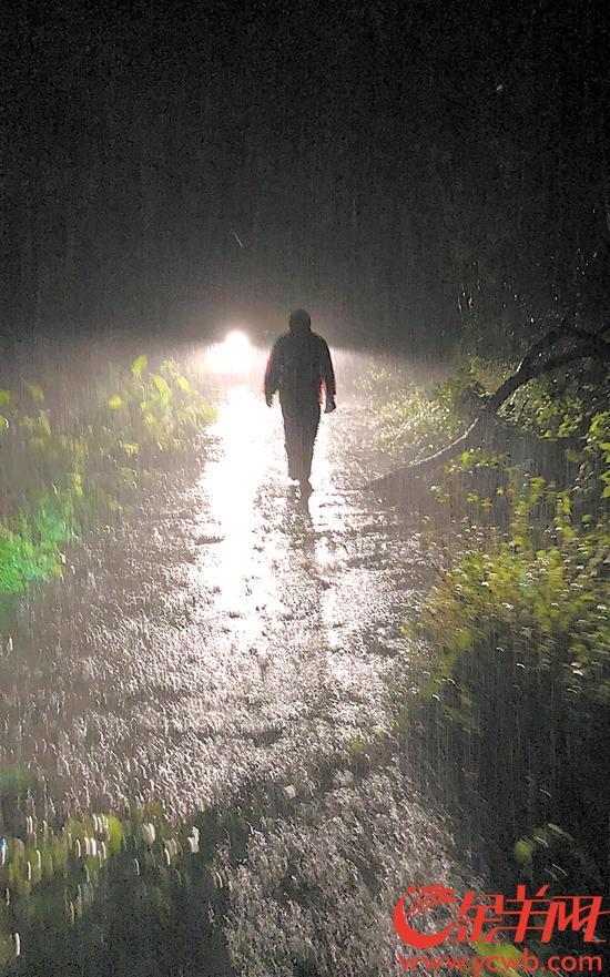 【中國夢·踐行者】婚禮次日新郎重回一線 風雨夜摸黑巡線守護市民「光明」