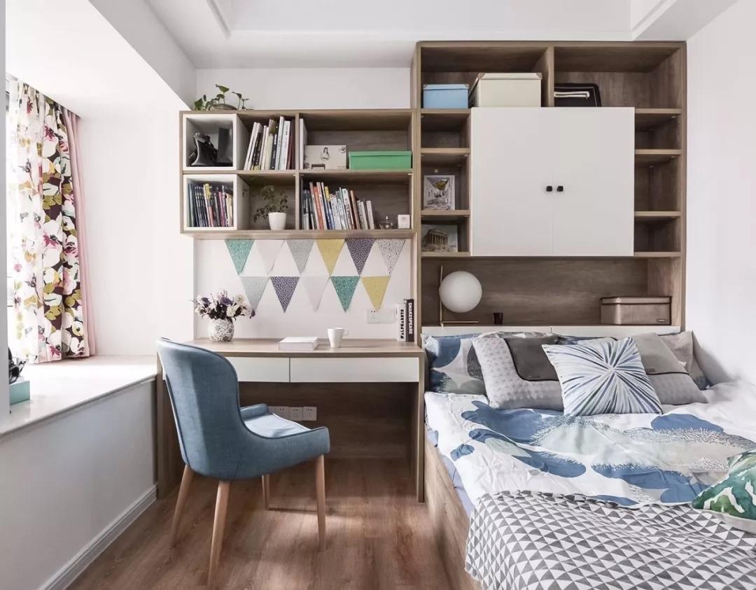 次卧选用的时尚的榻榻米,书柜,书桌整体式设计图片