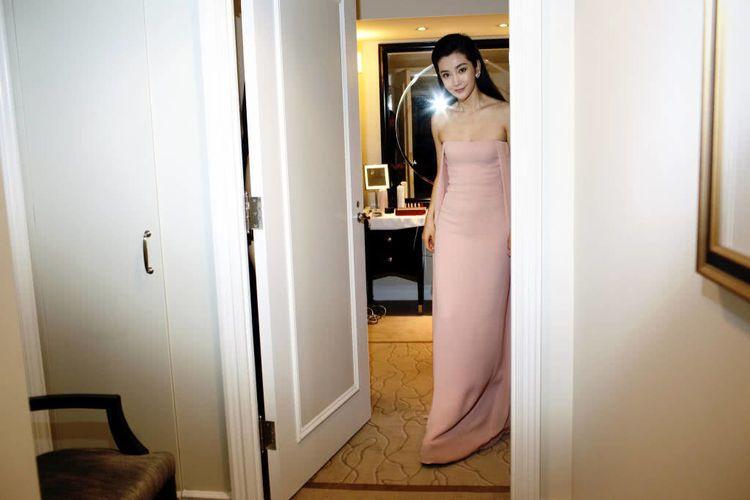 李冰冰抹胸裙,从浴室走出来的时候网友们眼睛亮了