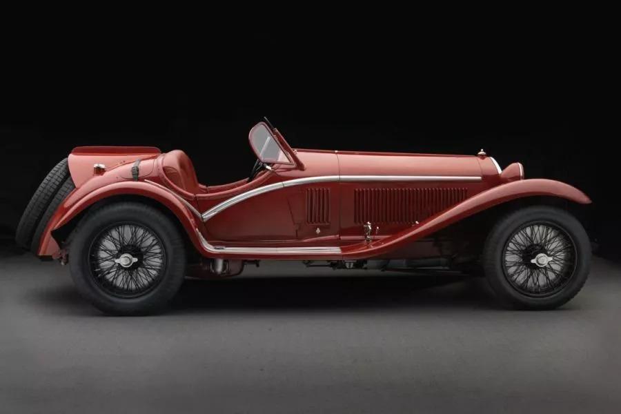 阿尔法·罗密欧演绎百年海报经典 印记汽车发展简史
