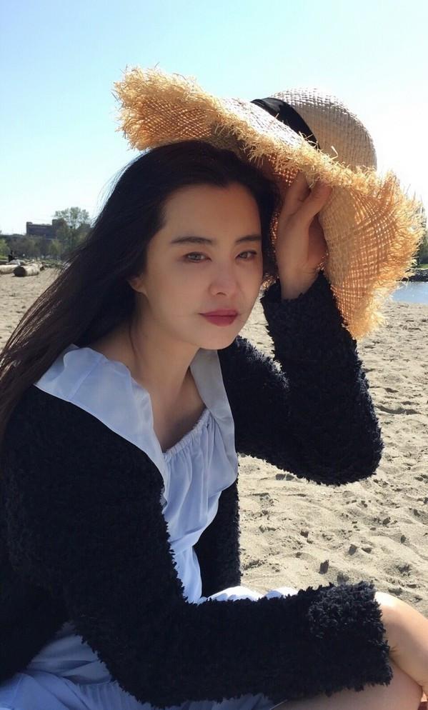 51岁的王祖贤被嘲发福变丑?可论衣品30年前的她堪比时髦icon!