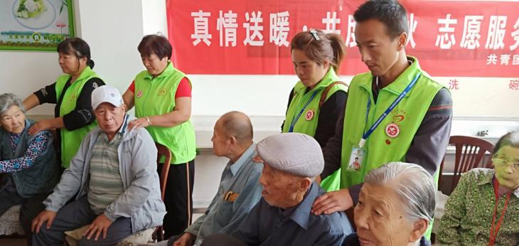 唐山玉田县绿城社区服务中心携手县团县委志愿者看望光荣院老人