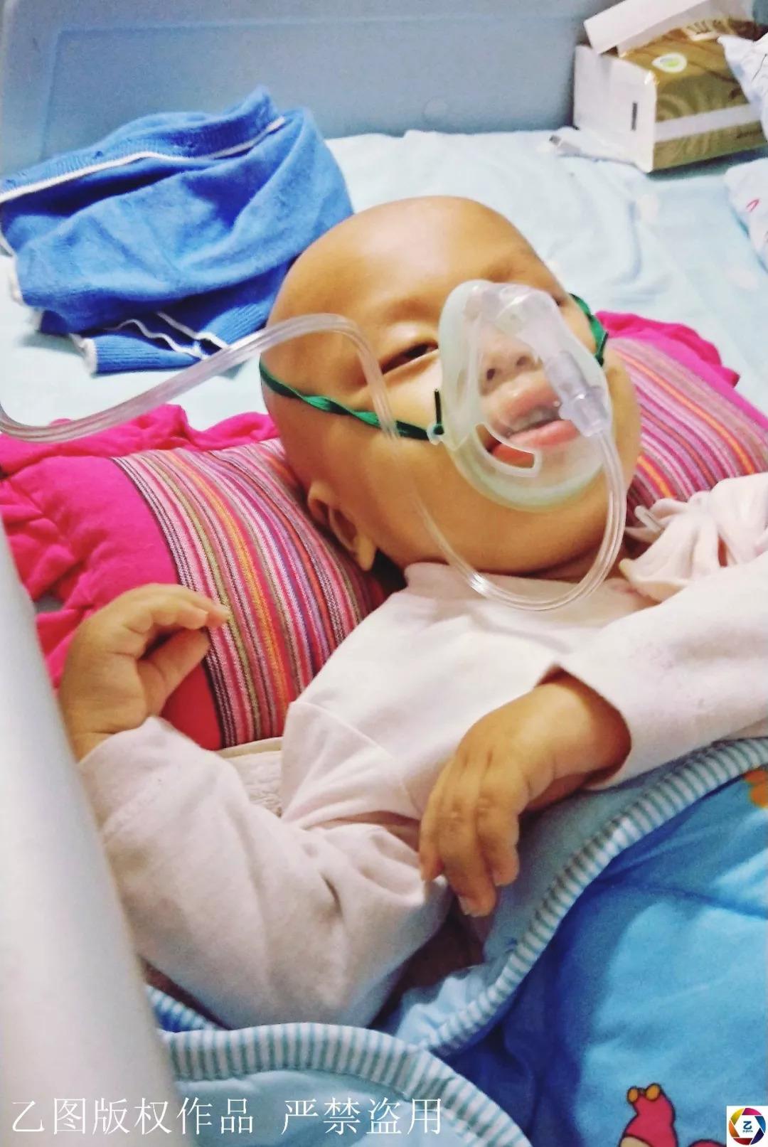"""男童身患两绝症,嘴巴溃烂40天不能吃,爸爸""""强行""""给其灌牛奶"""