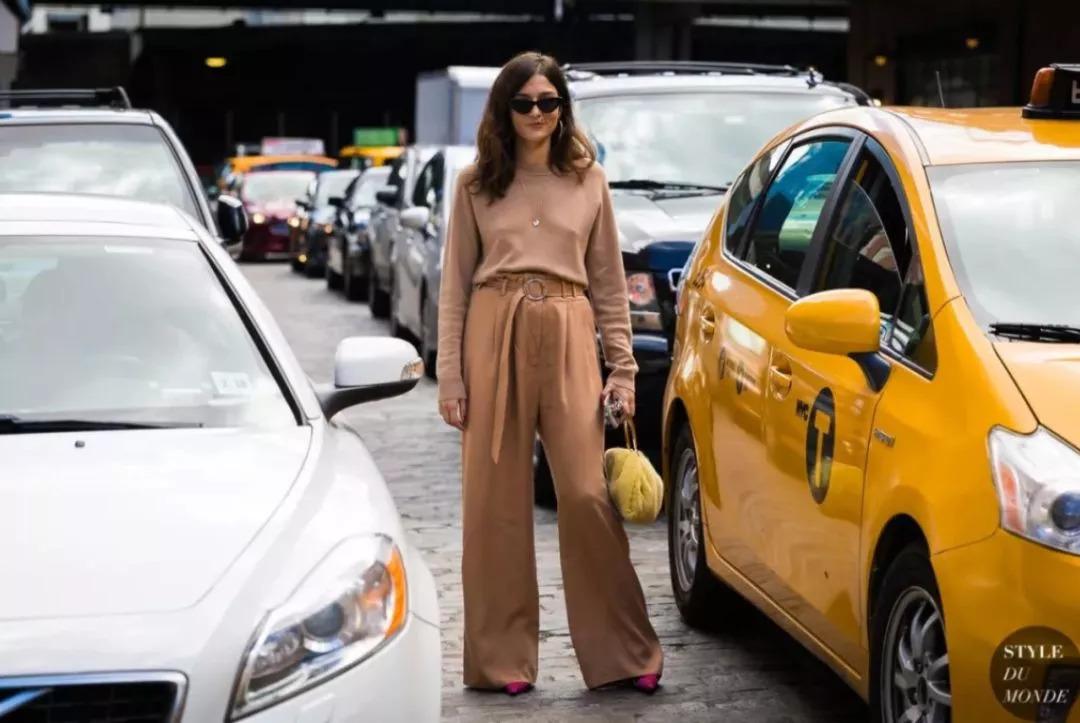 今秋薄针织衫+阔腿裤=气质爆表!这对怎么穿都时髦的组合了解一下