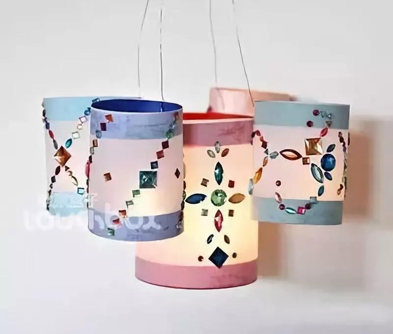 美好的节日氛围需要我们用心来营造,带着孩子一起diy手工制作灯笼吧!图片