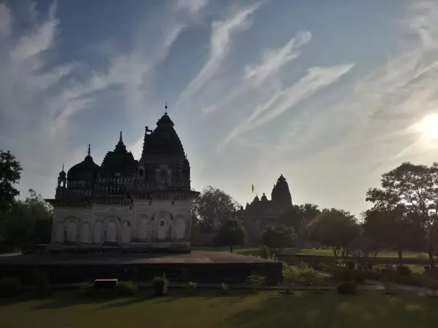 波野性爱图片_西庙群以性爱宗教建筑群为主,是最精华的部分,唯一收费的景点,景区里